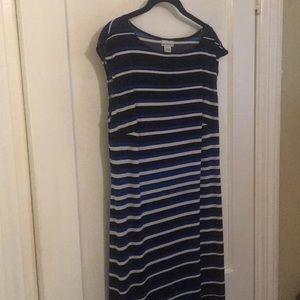 Luz Claiborne maxi dress. Size Large.